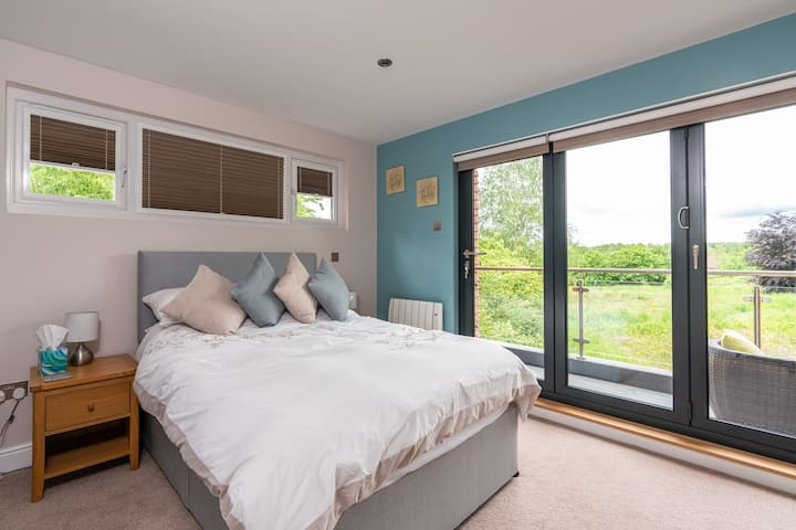 Lovely room, gorgeous views. Includes breakfast