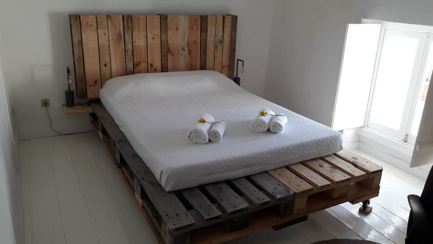 Stunning double room in friendly home - Ponta Delgada - Talo