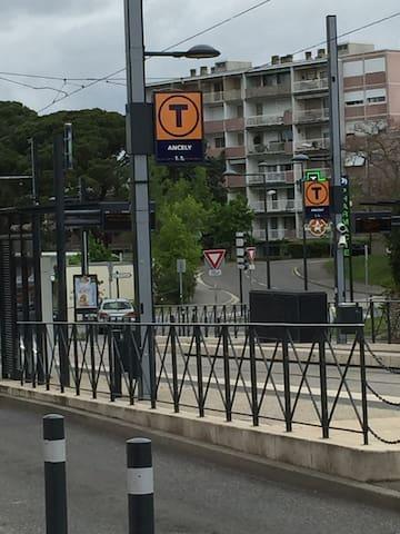 arret du tram a 20 m de l'appart