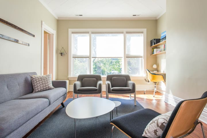 Charming, Family Friendly Apartment near Welles Park