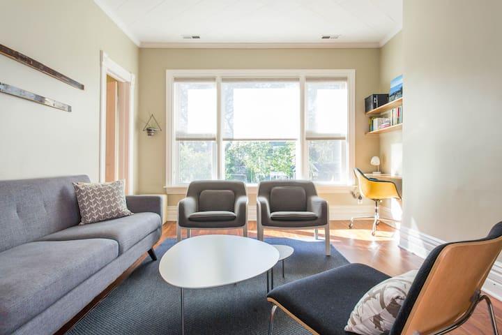 Charming, Family Friendly Apartment near Welles Park