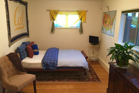 In Law w Private Entrance-2 min walk to BART! - El Cerrito
