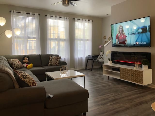 Tideview 20 · WALK TO CONVENTION! CLOSE TO UNIVERSAL & DISNEY 20