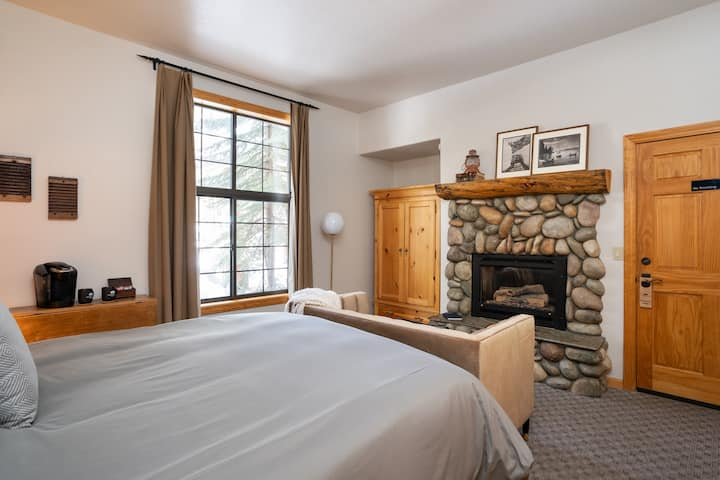 Black Bear Lodge and Cabins: Lodge Rooms