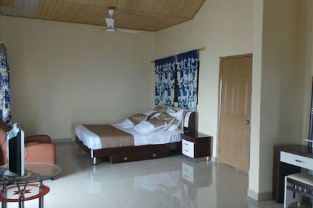 Becky's Bed & Breakfast (Room 2) - Accra - Bed & Breakfast