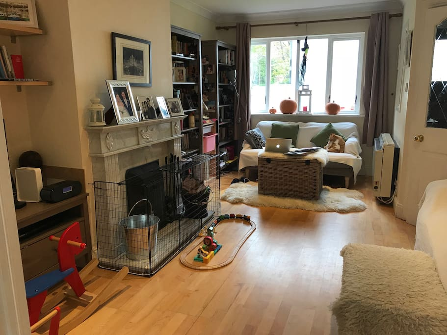 Living room (children's toys and guards can be removed).
