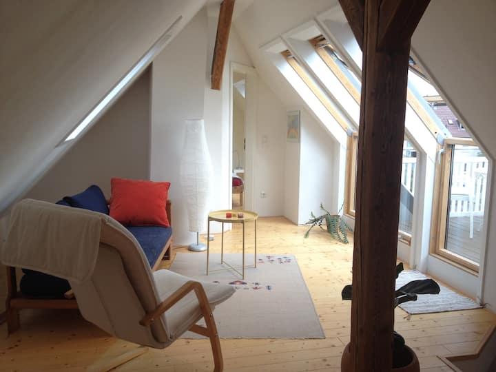 Gemütliche, helle Maisonette-Etage mit Balkon