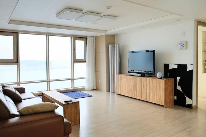 35평 담백집. clean-light house in songdo beach. busan.