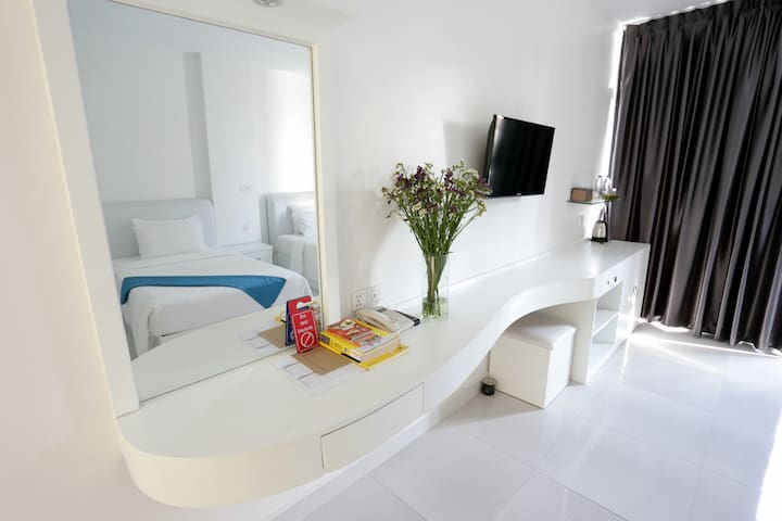 Deluxe Twin room in the heart of Phnom Penh