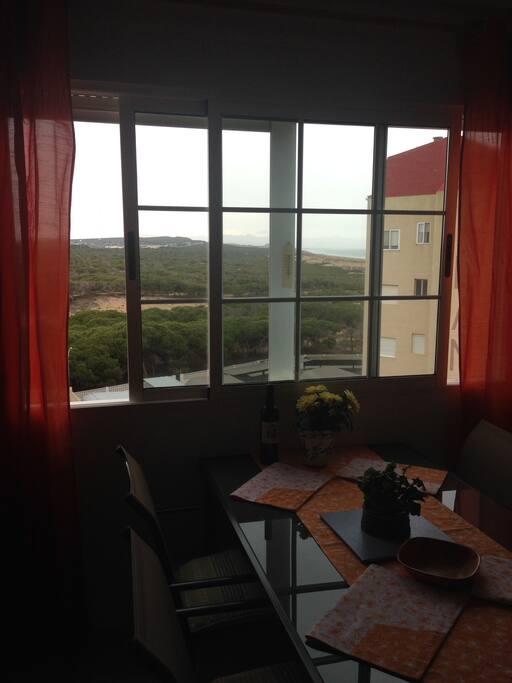 Aussicht schräg zum Meer aus dem Wohnzimmer