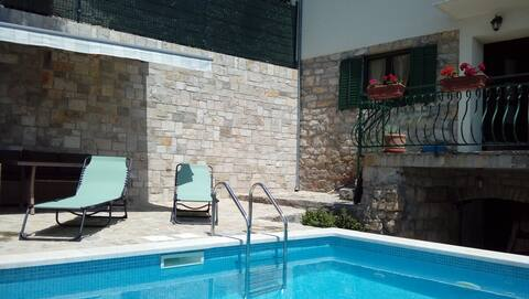 Private pool and quiet location near Split