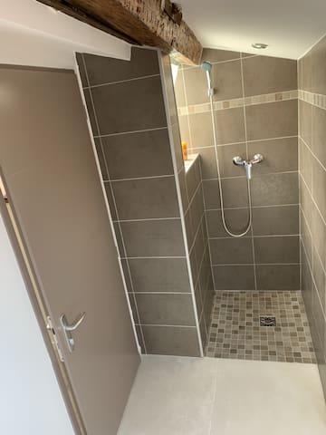 Douche privé dans la Chambre 3