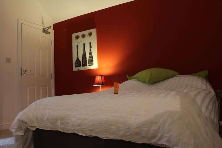 Double Ensuite (Room 164) @ The Lodge B&B - Cannock