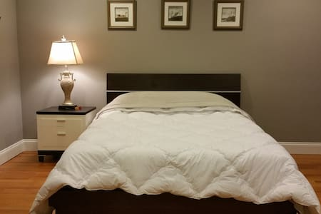 Private room in Fort Lee w/ separate entrance. - Fort Lee