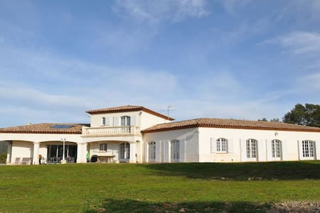 Villa 2928 ft2 over 3.7ac + pool in Provence - Besse-sur-Issole