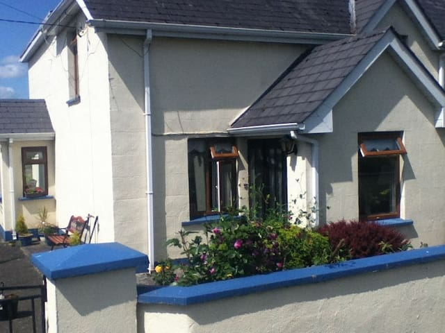 Rose Cottage. Fennor Lower. Meath. - Oldcastle - Stuga