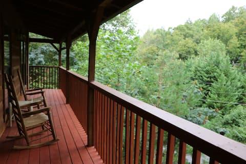 Quiet Cabin! Spacious! Large Outdoor Decks!
