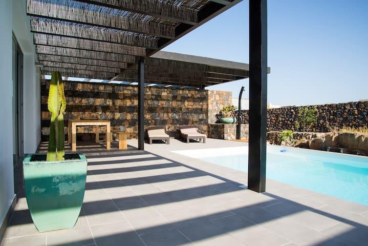 Villa Molino, Heated Pool,SatTv,Parking & Wi-Fi