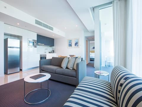 1 Bedroom Apartment with City & Hinterland Views Gold Coast Private Apartments
