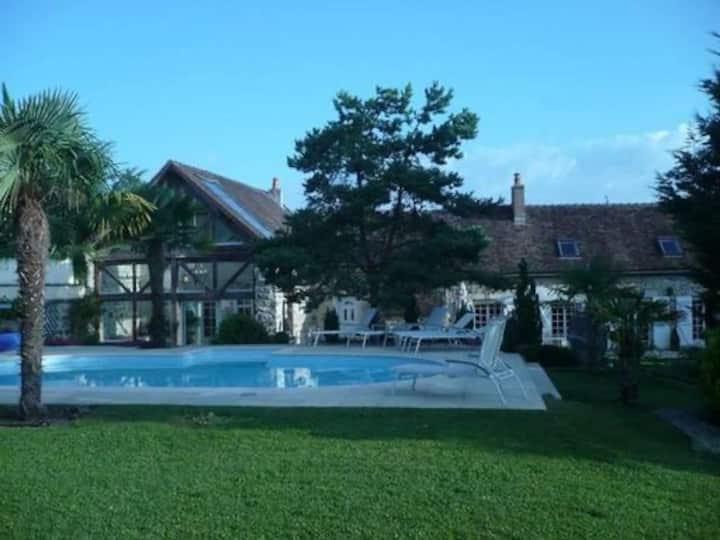 Très belle maison en pierre avec piscine chauffée