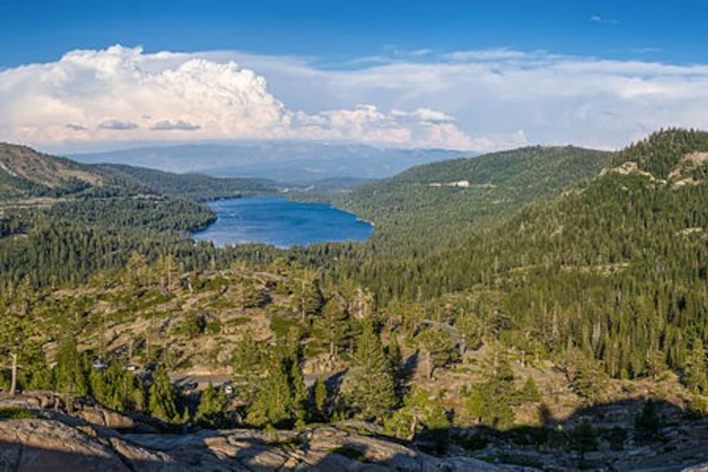 10 minutes from iconic Donner Lake