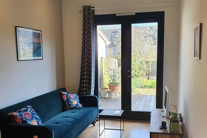 Bright contemporary annexe in south east London