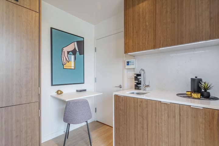 Brentwood Cozy Suite with Parking- UCLA        9D