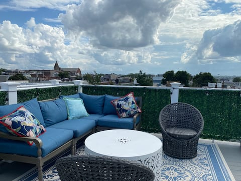 Private Room - private roof deck, parking included