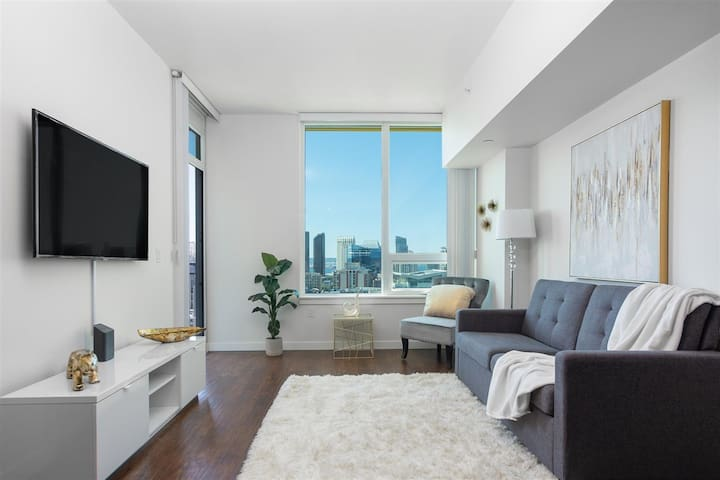 Luxury HighRise near Gaslamp w/Stunning City View