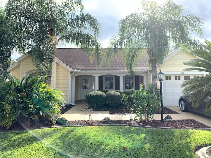 2/2 custom pool home with 4 person gas golf cart