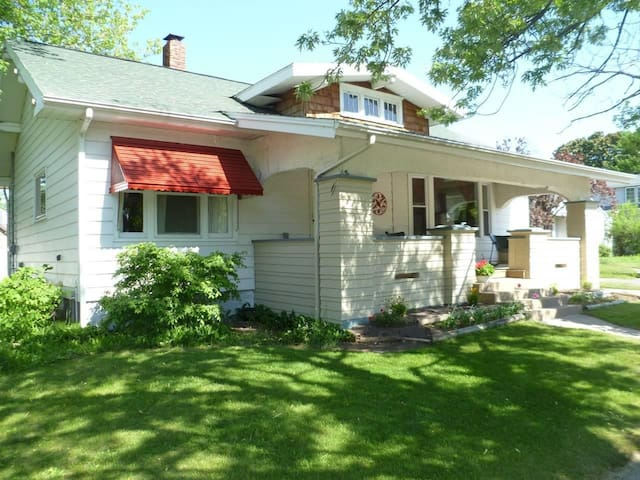 Come & Relax at this Craftsman House in Ludington!