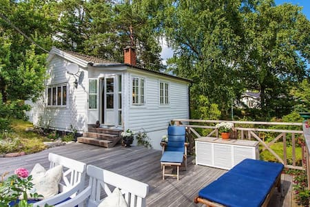 Charming hillside cottage - Saltsjöbaden - Chalet