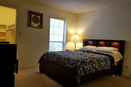 Master Bedroom/Spacious and Private - Smyrna - Huoneisto