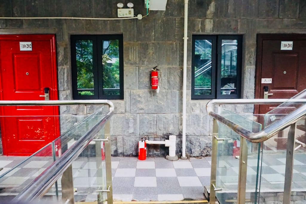 红门和小区别的门都不一样