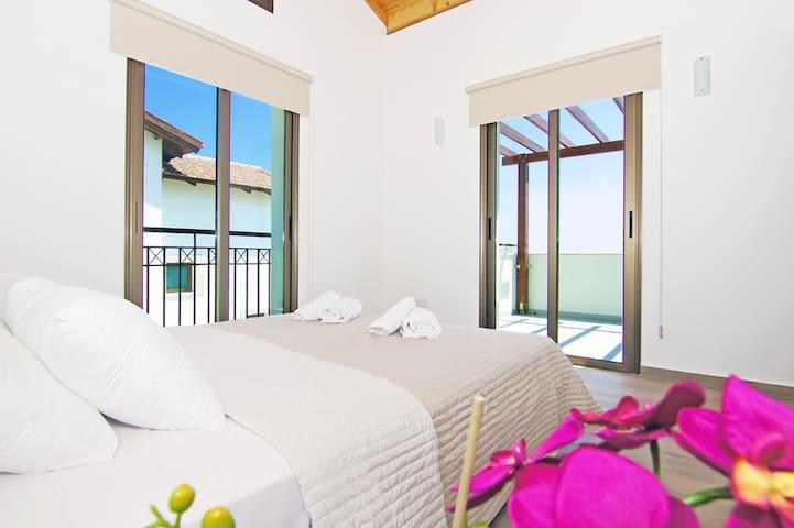 Angela - luxury sunny 3 bedroom - Ayia Napa - Maison