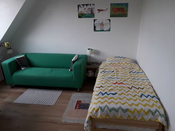 Large clean room, quiet area, 4 km to city centre