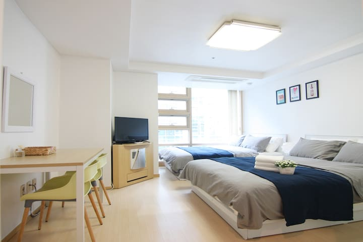 NEW! 3mins subway+Free WiFi egg [Cozy and New] - Jongno-gu - Apartment