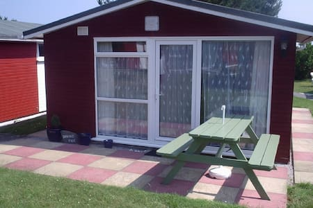 2 Bedroom 4 Berth Chalet in Padstow - Saint Merryn - 木屋