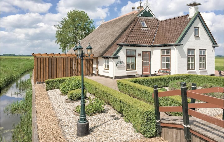 Former farm house with 4 bedrooms on 150m² in Gerkesklooster