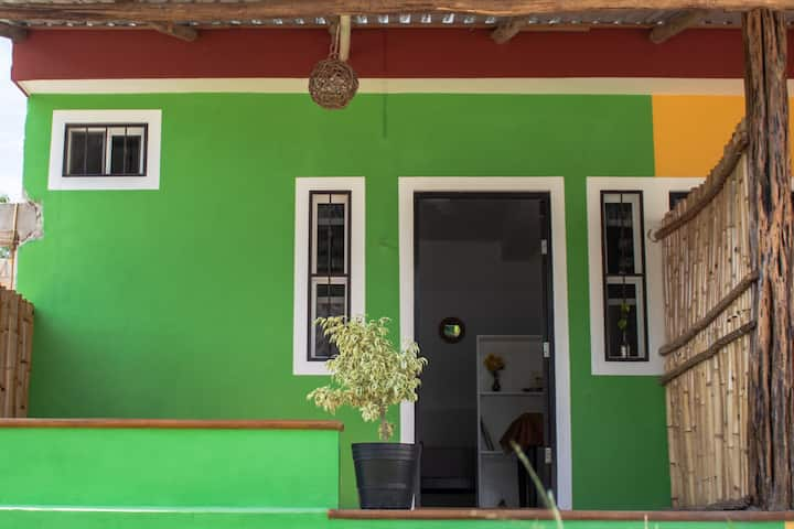 Casita Verde (WiFi, Parking, AC, H/C Water)