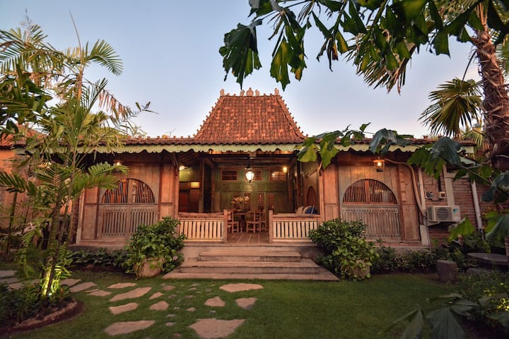 2 Bedroom Joglo House 10 minutes to Ubud Center