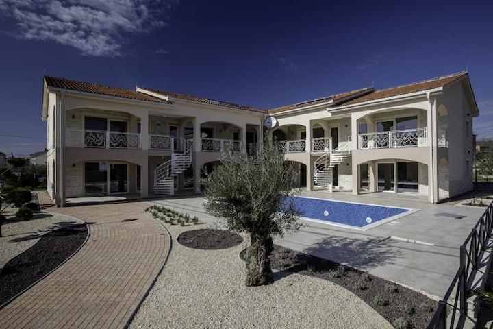 Moderni apartmani s vanjskim bazenom