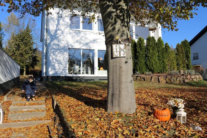 Alleine im Haus, großer Garten, Garage, Neue Küche - Fulda