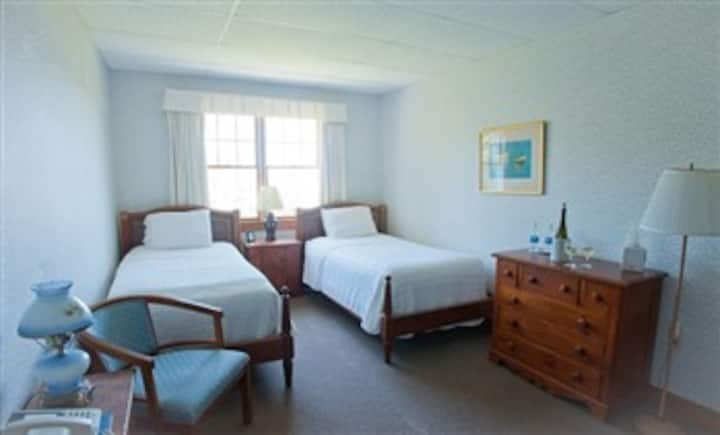 East Wind Inn-14 · DELUXE ROOM - MEETING HOUSE - TWO TWINS #25