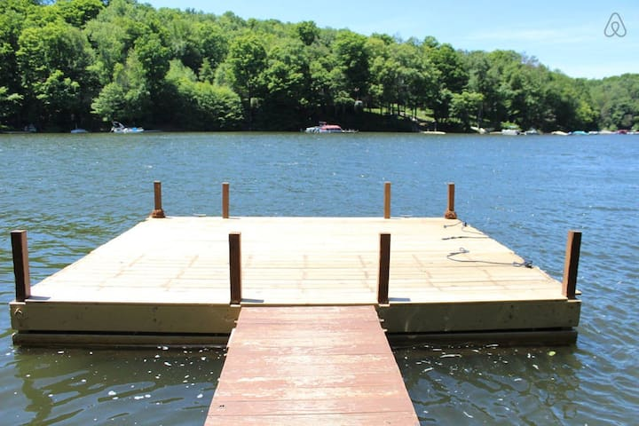 Lakeside Cabin 2 with Boat Dock