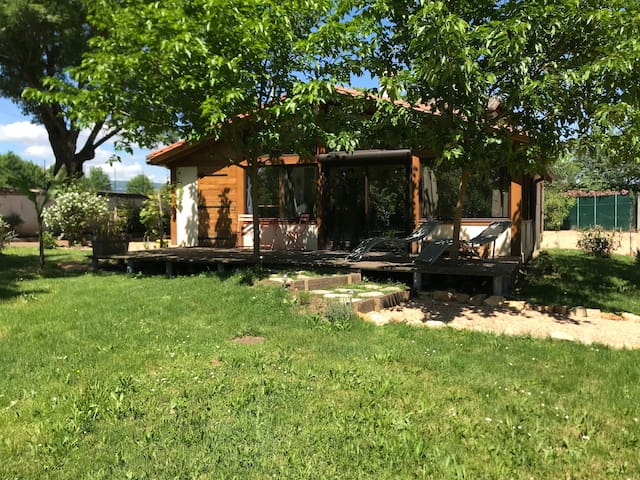 Une pause beaujolaise Maisonnette  avec terrasse