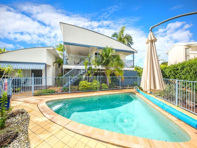 Perfect Spot Stunning Water Views - Bribie Island - House