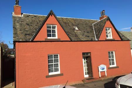 Hillview Drymen - next door to the oldest pub!