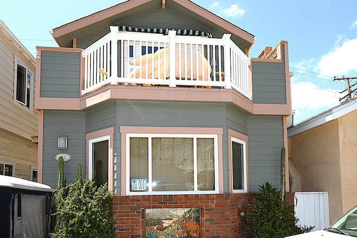 Avalon Home, 1 Block From Beach,Shops, A/C + WIFI - 203 Descanso