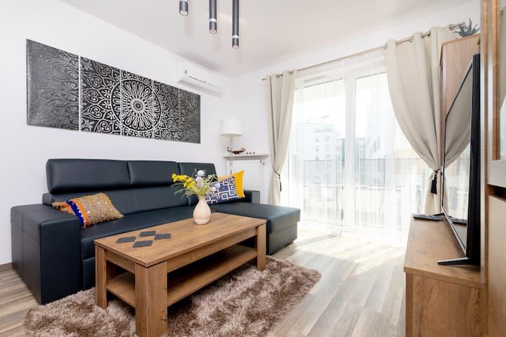 Warsaw Airport Shiny Apartment
